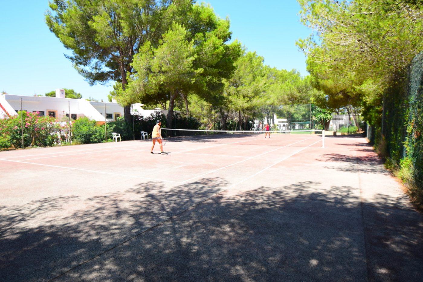club cala azul Tennis court